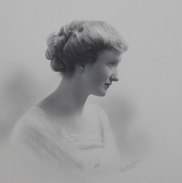 Portrait photograph of Marion Ada Flora Holland (nee Broadwood) 1887-1969 of Lullings Balcombe Sussex