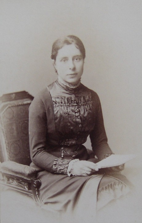 Portrait Photograph of Nora Loring nee Watson taken by Window & Grove in the mid 1880s